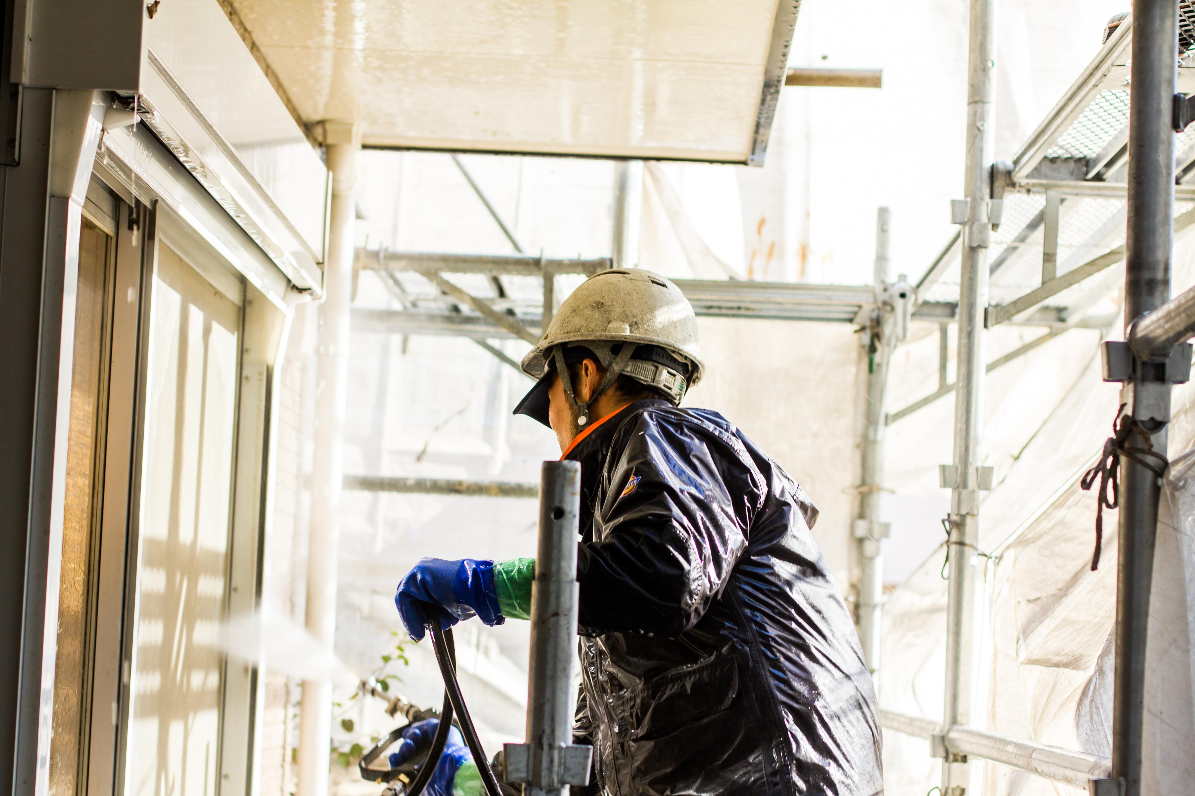 2日目:屋根、外壁下地処理(高圧洗浄) 飛散防止ネット置き